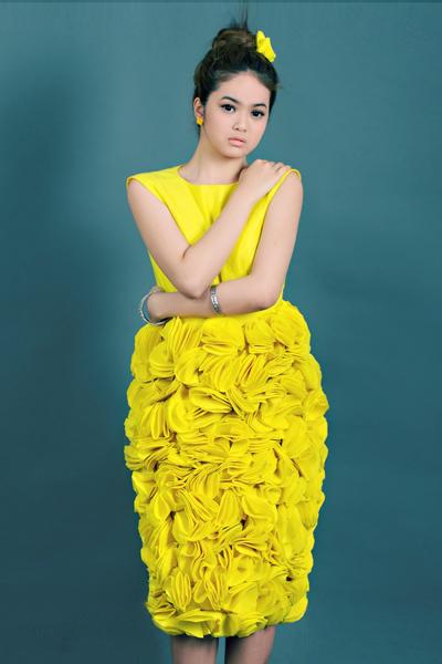 Bộ ảnh do stylist Nguyễn Hưng Phúc thực hiện với sự hỗ trợ của nhiếp ảnh Duy Nhất. Trang phục của nhà thiết kế Hà Nhật Tiến. Trang điểm Nguyễn Sang.