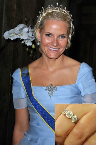 Crown Princess Mette-Marit of Norway chose not to wear her engagement ring on for her big day, putting all the focus on her new wedding band.