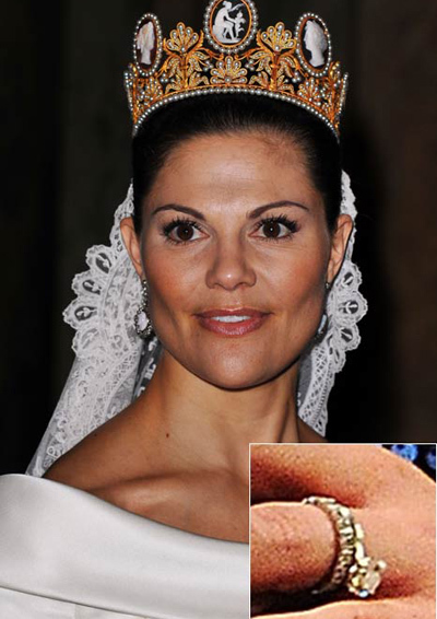 Crown Princess Victoria of Sweden chose to wear both her round brilliant cut diamond and wedding band when she tied the knot.