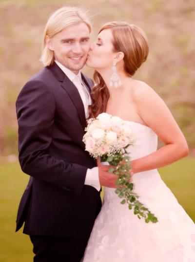 Cô dâu chú rể với gương mặt rạng ngời trong ngày cưới.