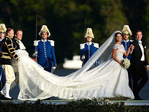 Chiếc váy cưới đã được thực hiện nguyên mẫu trong thực tế