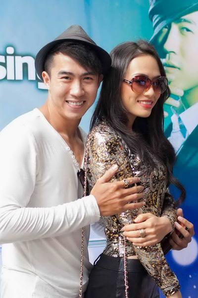 Trước đây, Tinna Tình và Vang Quốc Hải cùng là ca sĩ độc quyền trong một công ty truyền thông.
