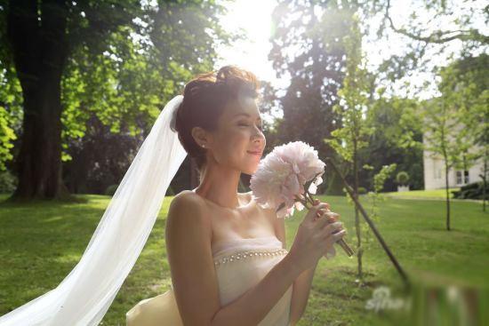 Cô dâu Trần Nhân Mỹ xinh đẹp trong ngày trọng đại.