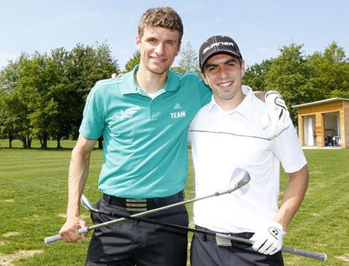 Muller và Philipp Lahm chụp ảnh kỷ niệm ở sân golf