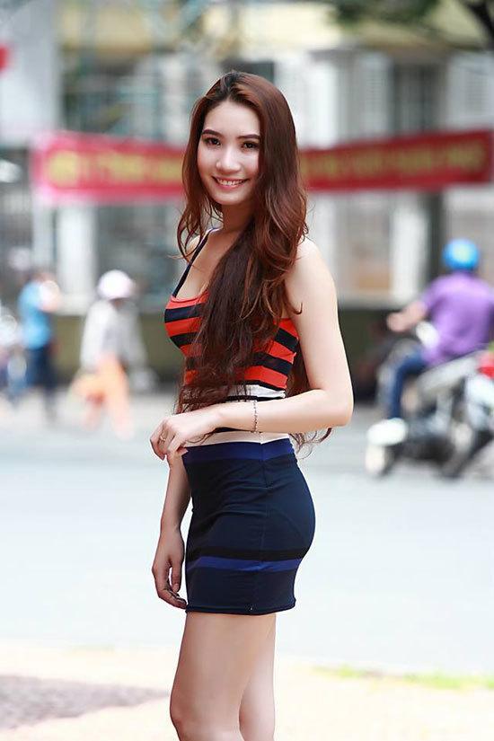 Phạm Thanh Hương sinh năm 1988, cao 1m68, nặng 49 kg, số đo ba vòng 83-62-92.