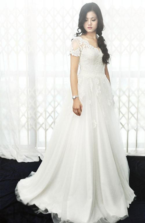 Váy cưới ren trong mát mẻ mùa hè thu