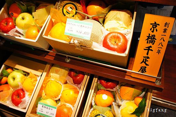 Người mua cũng có thể lựa chọn 6 loại quả khác nhau để đóng hộp làm quà tặng. Mỗi hộp như thế giá 16.800 yên (hơn 3,6 triệu đồng).