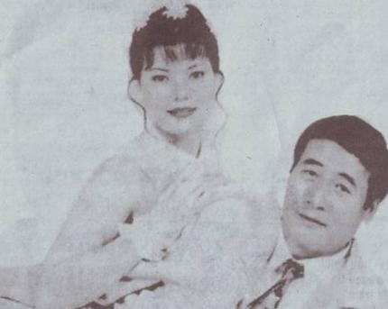 Ông Nguyễn Hữu Khai và người vợ thứ 4.