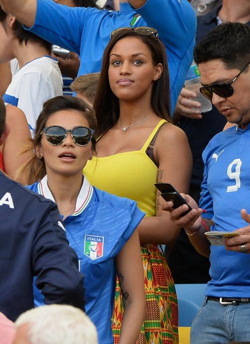 Trước khi Balotelli lên đường dự Confederations Cup, cựu sao Man City bí mật cầu hôn Fanny Neguesha và được nàng đồng ý.