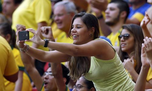 Fan Brazil lúc nào cũng cuồng nhiệt và giải Confederations Cup tại Rio de Janeiro không phải là ngoại lệ.
