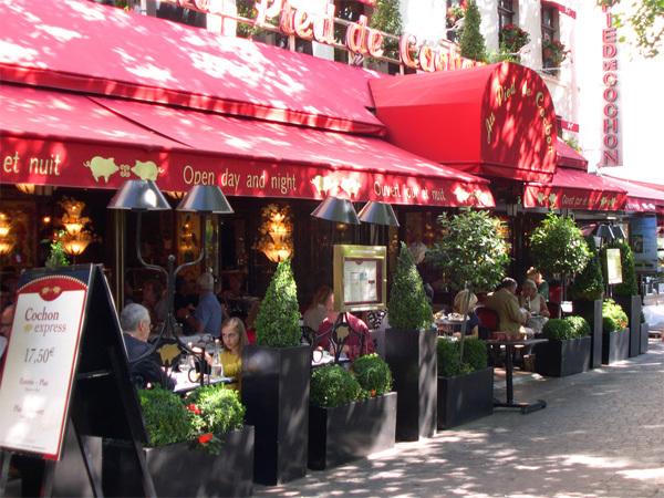 Bạn nên tìm hiểu kỹ trước khi sử dụng wifi tại các quán cafe ở Paris. Ảnh: parisperfect