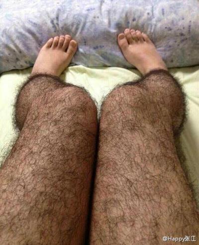 Đôi tất lông chân được quảng cáo trên trang Weibo. Ảnh: Chinasmack