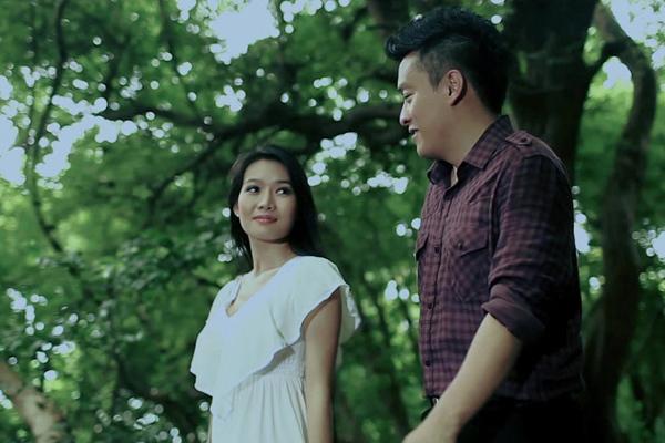 Sau khi thừa nhận đã bí mật đính hôn với một cô gái 9X, Lam Trường khá 'im hơi lặng tiếng'. Mới đây, anh tung ra những hình ảnh tình tứ với một cô gái trẻ nhưng không phải vợ sắp cưới.