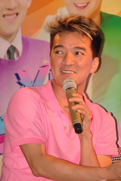 Chương trình 'Vũ khúc Hưng' nằm trong chuỗi 'Mr.Đàm's show' được tổ chức hàng tháng, nhưng anh vẫn chịu khó tập đi tập lại những bài hát vốn rất quen thuộc.