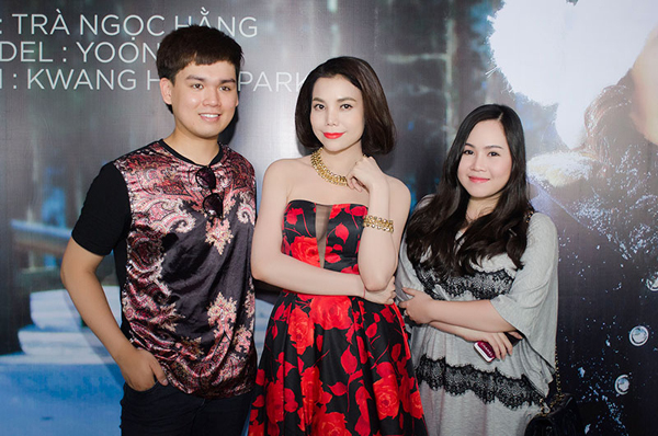 Sao Mai Trung Quân và diễn viên Trương Phương, hai người em thân thiết với chân dài.