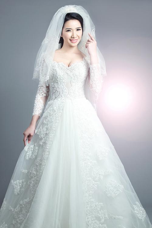 Á hậu Tuyết Nhung hiền, sắc với váy cưới