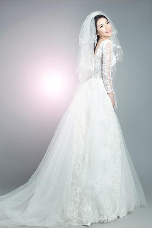 Xu hướng chọn váy cưới kín đáo, sang trọng đang ngày càng được nhiều cô dâu trẻ yêu thi