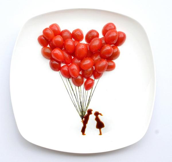 Chùm bóng bay cà chua bi đầy lãng mạn.