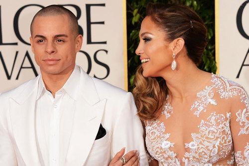 Người tình của Jennifer Lopez kém cô 18 tuổi.