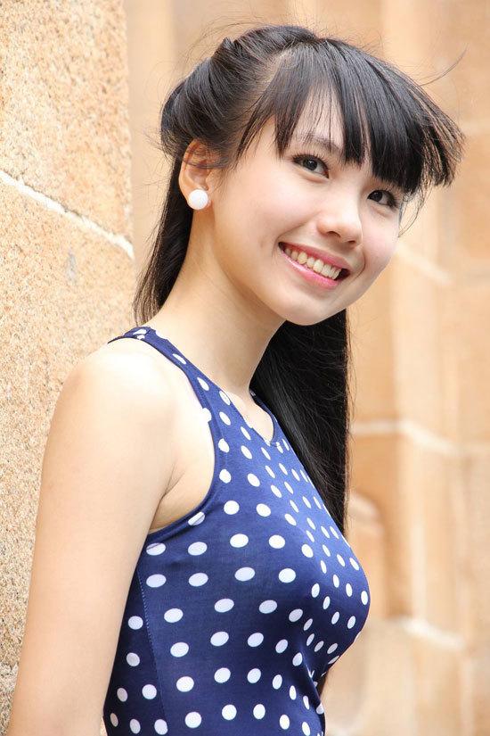 Đặng Thị Phương Thảo sinh năm 1993, cao 1m60, nặng 43 kg, số đo ba vòng 78-58-85.