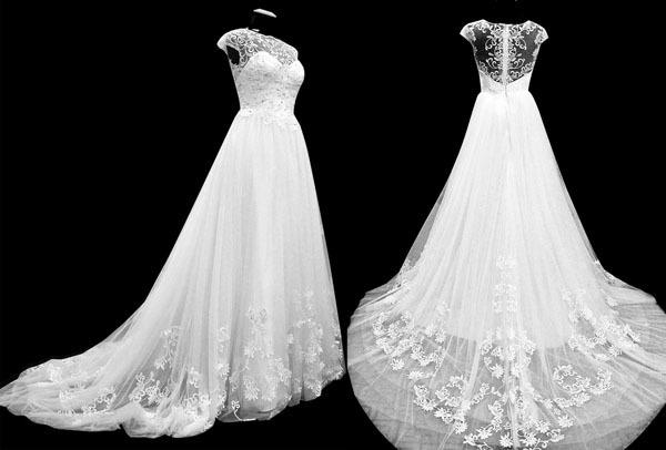 Quá trình hoàn thiện mẫu váy cưới hoa văn này thiên về độ thủ công và tỉ mỉ , thời gian hoàn thiện lâu bởi vậy giá thành cũng ko rẻ .