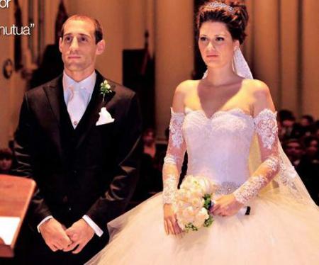 Hôm 15/6, hậu vệ đang khoác áo Man City chia tay cuộc sống độc thân sau hôn lễ ngọt ngào với người mẫu kiêm phóng viên Tây Ban Nha Christel Castano tại Buenos Aires.