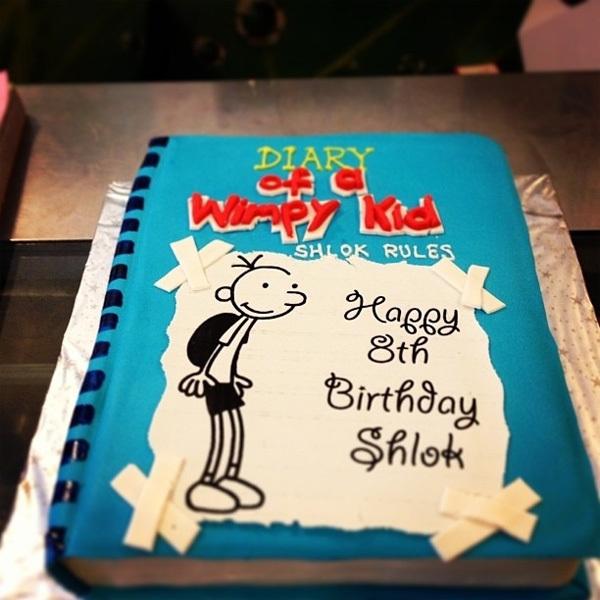 """Bánh sinh nhật ngộ nghĩnh lấy cảm hứng từ cuốn """"Diary of a Wimpy Kid"""" khiến bất kỳ đứa trẻ nào cũng phải thích mê."""