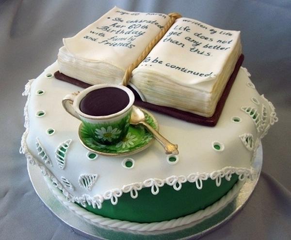 Chiếc bánh cách điệu với hình chiếc bàn nhỏ xinh, phía trên là tách cafe cùng cuốn sách viết lời chúc ý nghĩa.