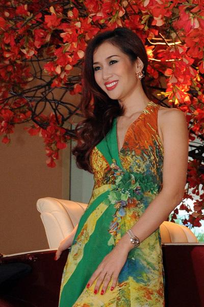Thu Hương ít tham dự các cuộc thi sắc đẹp, nhưng đều đoạt giải cao. Chị từng là Hoa khôi Thể thao 1995 và là Á hậu của cuộc thi Hoa hậu Quý bà Thế giới 2012.
