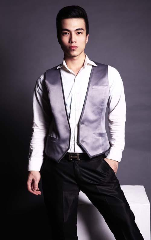 Đi cùng với những bộ vest cách điệu trẻ trung, chú rể không nên bỏ qua chiếc áo gile và sơ mi
