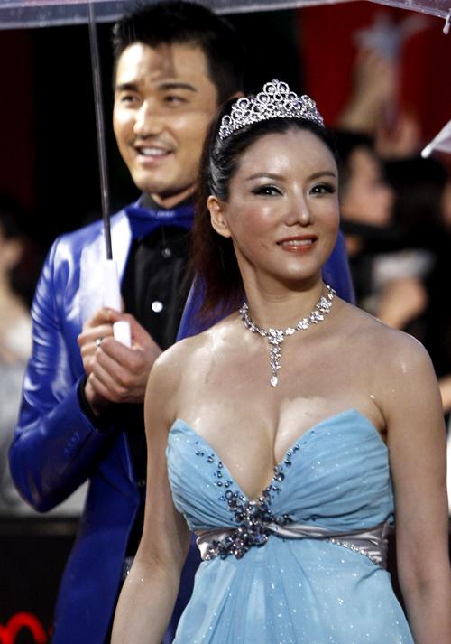 Sinh năm 1972, Bành Đan từng là diễn viên nổi tiếng của Hong Kong, cô từng gây chú ý với một số phim cấp ba