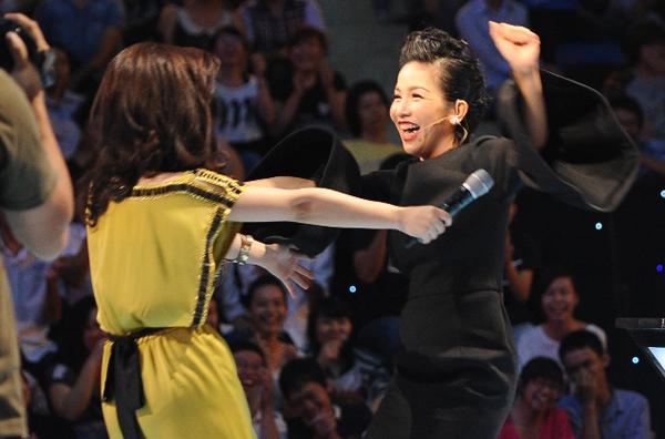 Tuy nhiên, sau màn tranh giành nảy lửa của 4 huấn luyện viên, giọng ca Sao Mai điểm hẹn 2008 đã quyết định về đội Mỹ Linh.
