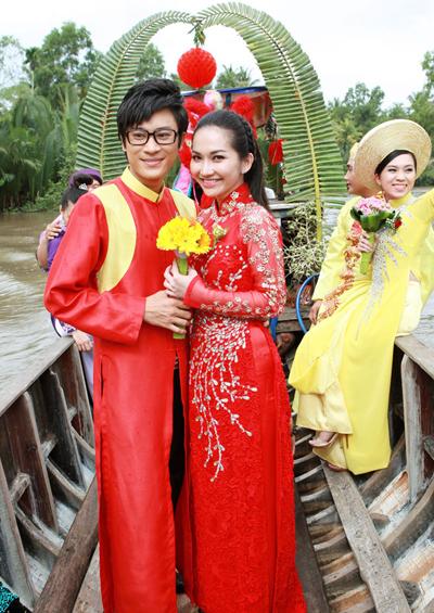 Kim Hiền cho biết cô luôn cảm thấy hạnh phúc xen lẫn hồi hộp khi diện trang phục cô dâu.
