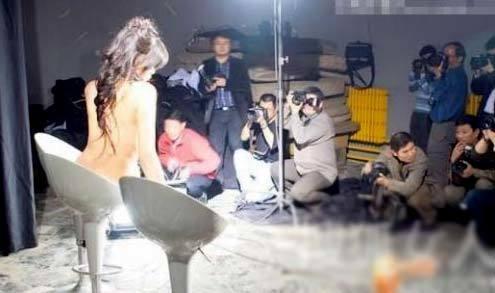 Công việc làm mẫu nude nghệ thuật là một nghề nhạy cảm, với nhiều định kiến xã hội.