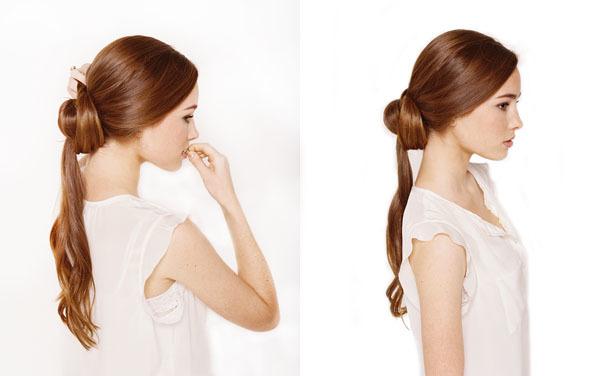 Chia đuôi tóc thành 2 phần. Phần nhiều hơn quấn tròn để tạo thành búi tóc.