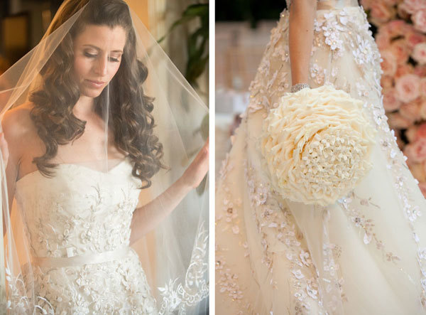 Cô dâu chọn một bông hoa cầm tay lớn và chiếc váy cưới Vera Wang cũng đính hoa lộng lẫy.