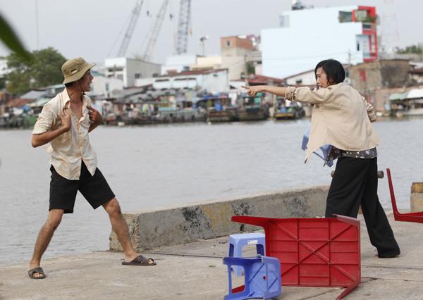 Trong phim, Phương Thanh vào vai chị Chanh - người phụ nữ lam lũ bán nước và hàng rong.