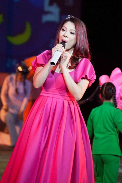 Thanh Thảo là một trong những nghệ sĩ gắn bó với chương trình hoành tráng này.