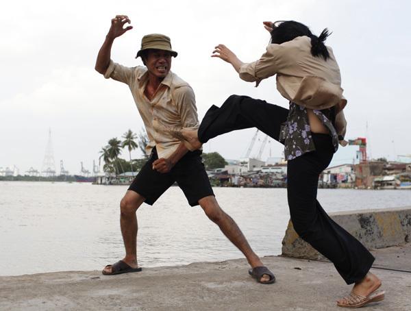 Những đoạn đánh nhau giữa hai vợ chồng Chanh - Phóng hoàn toàn là thật để bảo đảm tính chân thực. Vì vậy, hai diễn viên Hữu Thạch - Phương Thanh phải dùng hết sức lực.