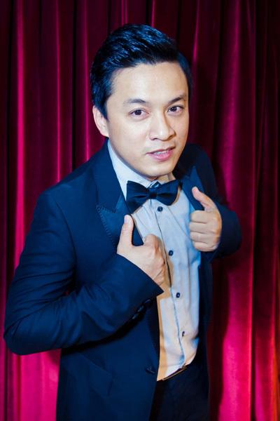 Một trong hai ca sĩ 'đinh' trong chương trình là Lam Trường. Anh xuất hiện bảnh bao ở hậu trường sau cả ngày tất bật với họp báo ra mắt album mới.