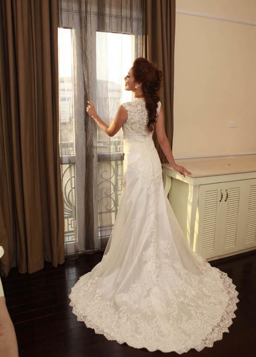 Á khôi Hà Mjn gợi cảm với váy cưới đuôi cá