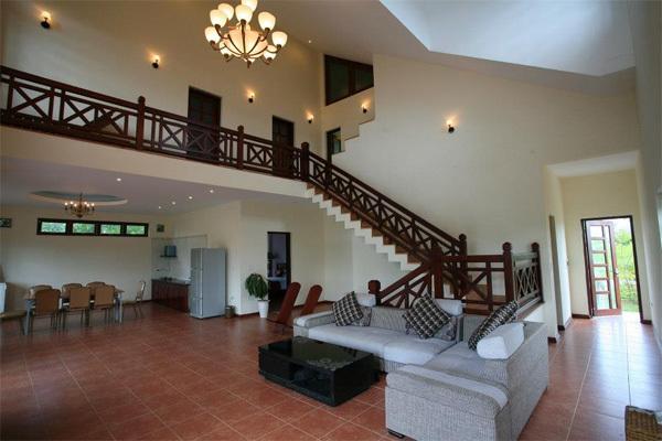 Thiết kế bên trong các khu biệt thự cũng mang sự trẻ trung và đảm bảo tiện nghi cho du khách.