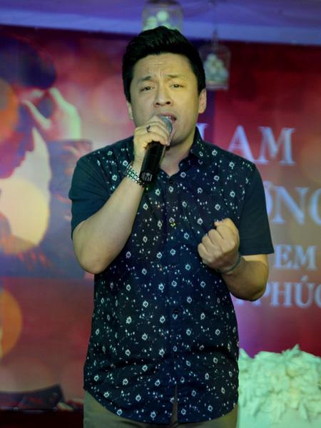 Tại buổi họp mặt, Lam Trường đã hát gần như toàn bộ những ca khúc mới trong album 'Mong em hạnh phúc'. Rất nhiều khán giả thuộc lời nên hòa giọng cùng thần tượng.