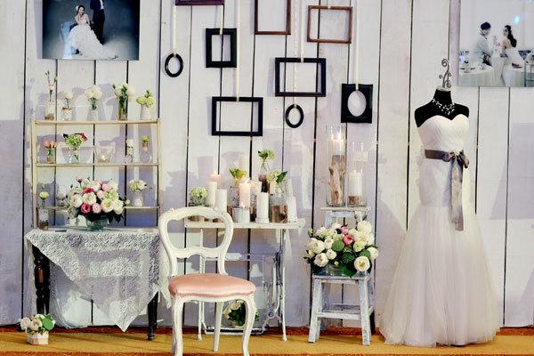Trong không gian đám cưới hiện đại không thể thiếu đi góc chụp ảnh vì đây sẽ là nơi ghi dấu những khoảnh khắc đẹp đáng nhớ của đôi uyên ương và khách mời. Vì thế