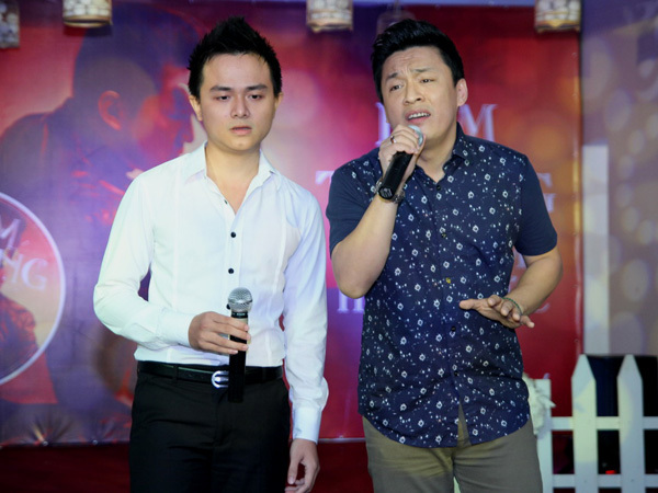 Tác giả ca khúc 'Tuyệt vọng' trong album - nhạc sĩ trẻ Vũ Huy Hoàng - lên sân khấu hát cùng Lam Trường. Đây cũng là ca khúc 'anh Hai' rất yêu thích.