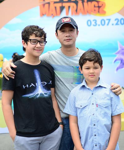 """Alex (tên Việt: Vũ Quang Huy) và Henry (tên Việt: Vũ Quang Thắng) là con của cựu MC """"Chiếc nón kỳ diệu"""" với người vợ Australia."""