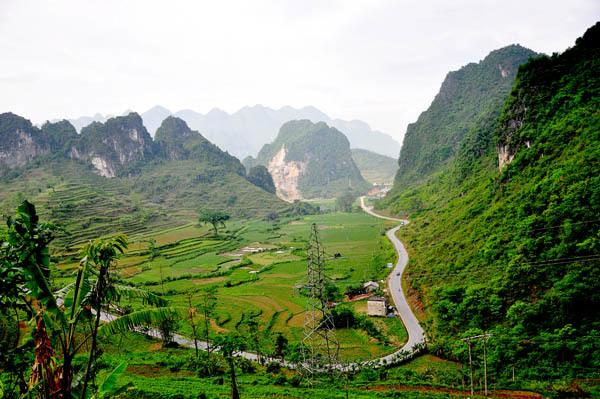 Xuôi theo con đường quốc lộ 3 về phía mảnh đất vùng cao Đông Bắc của tổ quốc, chúng tôi ghé tới thăm Cao Bằng.