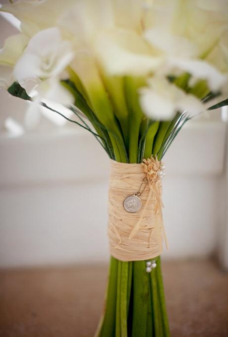 Bó hoa trang trí đơn giản với vải.