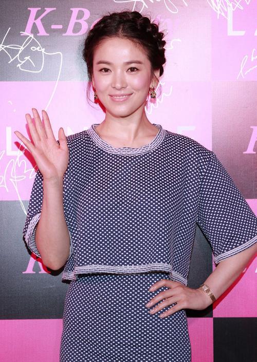 Song Hye Kyo tham dự sự kiện do một thương hiệu mỹ phẩm mà cô là người đại diện tổ chức tại Hong Kong.