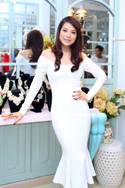 Đây là trang phục do chính Lý Quí Khánh - chủ nhân đêm tiệc - thiết kế.